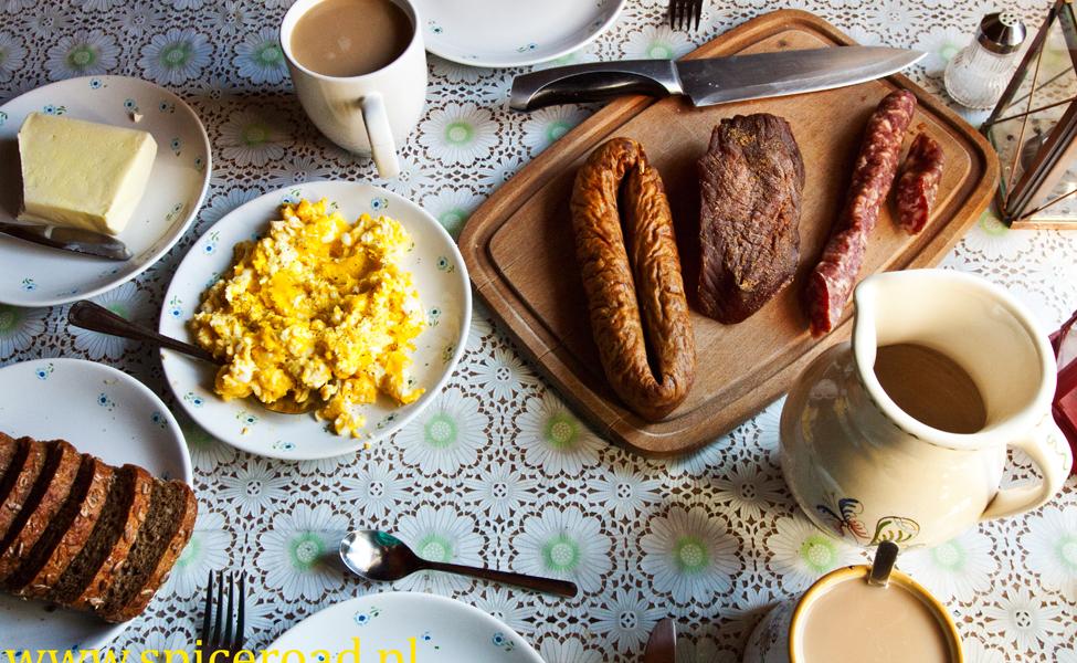 sniadanie-975x600